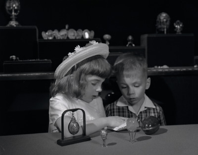 Children looking at Fabergé eggs